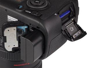 Canon EOS 6D Speicherkartenfach und Akkufach [Foto: MediaNord]