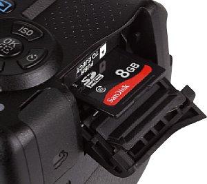 Pentax K-30 Speicherkartenfach [Foto: MediaNord]