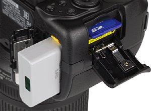 Nikon D5300 Speicherkartenfach und Akkufach [Foto: MediaNord]