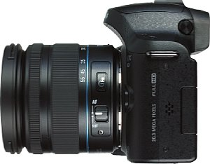 Samsung NX20 mit NX Lens 18-55 mm 3.5-5.6 III OIS i-Function [Foto: MediaNord]
