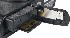 Panasonic Lumix DMC-GM1 Speicherkartenfach und Akkufach [Foto: MediaNord]