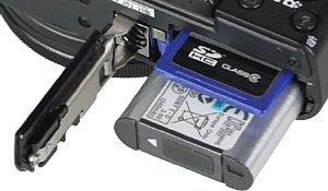 Sony DSC-RX100 II Speicherkartenfach und Akkufach [Foto: MediaNord]