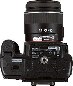 Sony Alpha 37 mit DT18-55 mm SAM  [Foto: MediaNord]