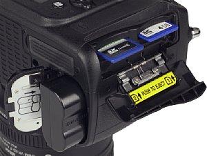 Nikon D610 Speicherkartenfach und Akkufach [Foto: MediaNord]