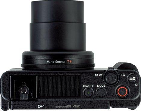 Bild Die Sony ZV-1 besitzt ein Dreikanal-Mikrofon sowie einen Zubehörschuh mit Multi-Interface-Anschluss. Der Videoauslöser ist genauso groß wie der Foto-Auslöser. [Foto: MediaNord]