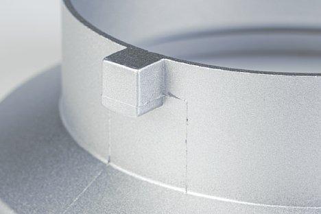 Bild Das Bowens S-Bajonett nutzt drei solcher aus dem Bajonett herausragenden Vorsprünge, um in der Fassung sicher verriegelt werden zu können. [Foto: MediaNord]