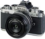 Zusammen mit demZ 28 mm F2.8 SEergibt die Nikon Z fc ein sehr kompaktes Gesamtpaket. Das Kleinbild-Objektiv liefert an der APS-C-Kamera eine gute Bildqualität. [Foto: MediaNord]