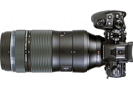 Bild Das Zoom des OlympusM.Zuiko Digital ED 100-400 mm F5.0-6.3 IS lässt sich nicht nur am Zoomring verstellen, sondern auch einfach durch Schieben bzw. Ziehen. [Foto: MediaNord]