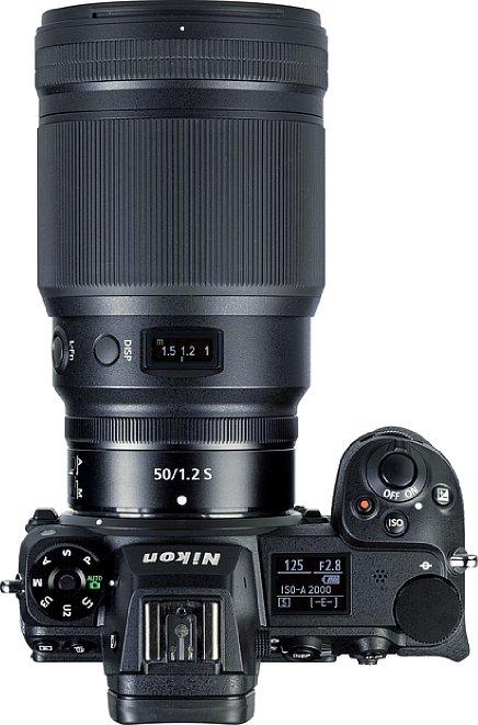 Bild Das Display des Nikon Z 50 mm F1.2 S zeigt beispielsweise die Entfernung an. Es passt optisch gut zum Display der Nikon Z 7II. [Foto: MediaNord]