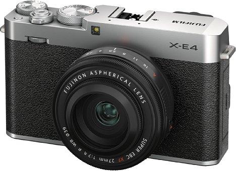 Bild Die Fujifilm X-E4 besitzt ein kompaktes, edel designtes Gehäuse, das stark an die X100V erinnert. Die Topplatte der 364 Gramm leichten Kamera besteht aus einer Magnesiumlegierung. [Foto: Fujifilm]