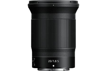 Bild Das knapp über ein halbes Kilogramm schwere Nikon Z 20 mm 1:1.8 S ist mit fast elf Zentimetern ziemlich lang, der maximale Durchmesser beträgt 8,5 Zentimeter. [Foto: Nikon]