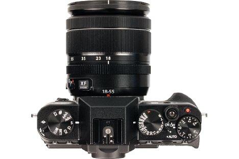 Bild Belichtungszeit, Belichtungskorrektur und Blende lassen sich bei der Fujifilm X-T10 über dedizierte Räder einstellen. Zwei universelle Einstellräder erlauben alternativ eine modernere Bedienung. [Foto: MediaNord]