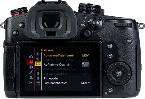 Bild Die Panasonic Lumix DC-GH5 II bietet nicht nur einen frei beweglichen, sehr hellen und hochauflösenden Touchscreen, sondern auch einen großen und gut auflösenden Sucher, der sich mit Kleinbild-DSLRs messen kann. [Foto: MediaNord]