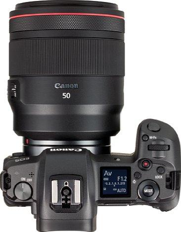 Bild Das CanonRF 50 mm 1.2 L USM ist alles andere als klein. Trotz des hohen Preises von knapp 2.500 Euro besteht das Gehäuse nur aus Kunststoff, ist aber immerhin gegen Staub und Spritzwasser abgedichtet. [Foto: MediaNord]