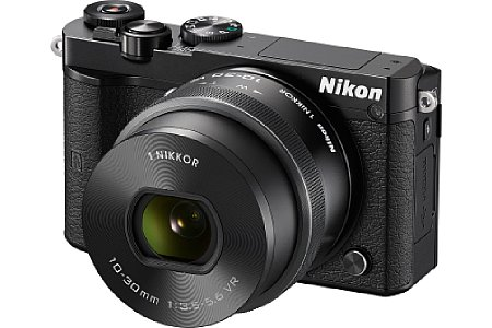 Bild Die Nikon 1 J5, hier in Schwarz mit dem 10-30 mm Motorzoom, hatte 20,8 Megapixel, also etwas mehr als der Sony-Sensor in den sonst üblichen 1-Zoll-Sensor-Kompaktkameras (20,1 Megapixel). [Foto: Nikon]