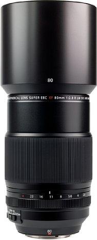 Bild Auch wenn das Fujifilm XF 80 mm F2.8 R LM OIS WR Macro nicht anfällig für Gegenlicht ist, wird eine ausgesprochen große Streulichtblende mitgeliefert. [Foto: MediaNord]
