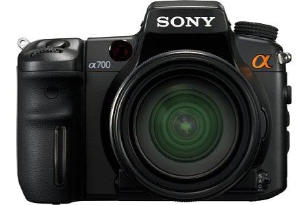 Sony Alpha 700 mit AL 16-105mm Objektiv [Foto: Sony]