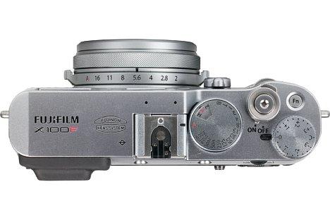 Bild Für verspielte Fotonaturen erlaubt die Fujifilm X100F eine komplette Einstellung der Belichtung über Einstellräder, nun auch bei der ISO-Empfindlichkeit. Alternativ können moderne Einstellräder verwendet werden, die aber nicht so gut gelungen sind. [Foto: MediaNord]