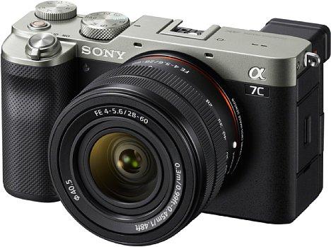 Bild Die Sony Alpha 7C soll es nicht nur in Schwarz, sondern auch in Silber geben. Die Markteinführung ist für Oktober 2020 geplant, der Preis liegt bei 2.100 Euro ohne und 2.400 Euro mit Objektiv. [Foto: Sony]