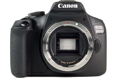Bild Das Bajonett der Canon EOS 2000D besteht überraschenderweise aus Metall. [Foto: MediaNord]