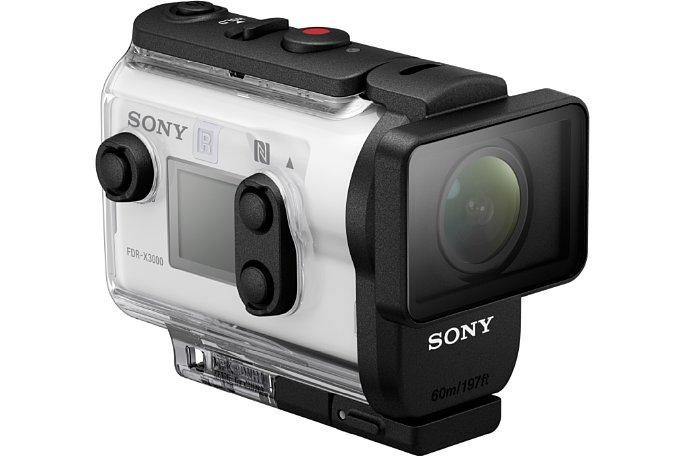 Bild Anders als bei den meisten Actioncams, ist bei derSony FDR-X3000 auch im Tauchgehäuse die volle Bedienung gewährleistet. [Foto: Sony]
