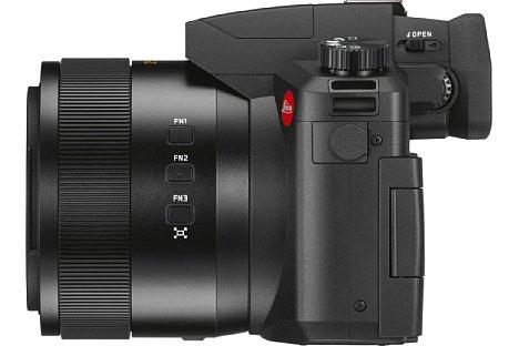 Bild Für Videoaufnahmen lässt sich ein externes Mikrofon an der Leica V-Lux 5 anschließen. Das Objektiv bietet Funktionstasten sowie einen Einstellring. [Foto: Leica]