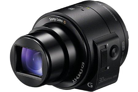 Sony DSC-QX30 mit ausgefahrenem Zoom. In geschlossenem Zustand ist die Linse durch einen Lamellenvorhang geschützt. [Foto: Sony]