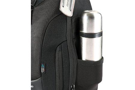Bild Neben der Fotoausrüstung sollte man auch seine persönlichen Bedürfnisse nicht vergessen. Ein Platz für die Trinkflasche sollte bei jedem Rucksack vorgesehen sein. [Foto: Vanguard]