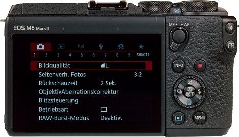 Bild Die Rückseite wird durch den kippbaren 7,5 cm Touchscreen dominiert. [Foto: MediaNord]