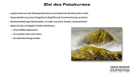"""Bild Einsteiger Fotokurs mit Uli Soja: Seite aus der Seminar-Präsentation """"Ziel des Fotokurses"""". [Foto: Foto Gregor Gruppe]"""