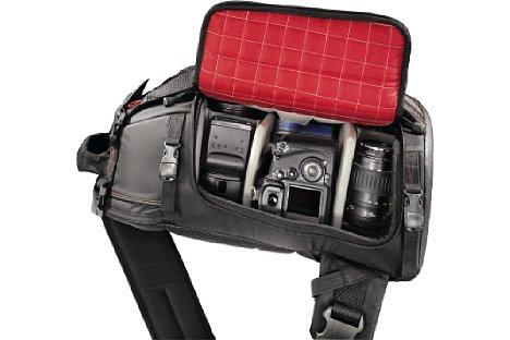 Bild Zieht man den Katoomba 170 RL vor den Bauch, hat man schnell Zugriff auf die Kamera. [Foto: Hama]