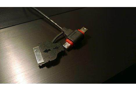 Bild Universal-USB-Kabel passen sowohl an Mini-USB und Mikro-USB. Manche zusätzlich an Apple 30-pol. Buchse oder an Apple Lightning Buchse. [Foto: MediaNord]