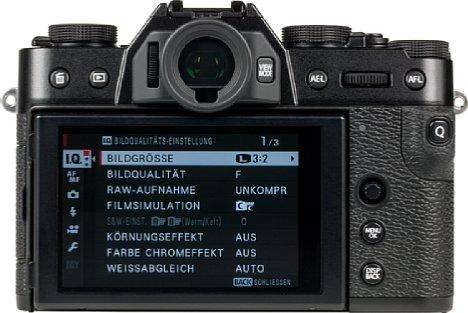 Bild Die Q-Menü-Taste der Fujifilm X-T30 liegt so exponiert, dass sie zu leicht versehentlich betätigt wird. Nun lässt sich sich umkonfigurieren oder ganz abschalten, das Q-Menü kann dann über eine Fn-Taste erreicht werden. [Foto: MediaNord]