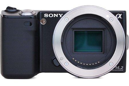 Sony NEX-5 mit 16 mm 2.8 Objektiv [Foto: Sony]