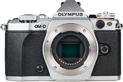Bild Der 16 Megapixel auflösende CMOS-Bildsensor der Olympus OM-D E-M5 Mark II ist beweglich gelagert und erlaubt dank fünfachsiger Stabilisierung bis zu fünf Blendenstufen längere Belichtungszeiten. [Foto: MediaNord]
