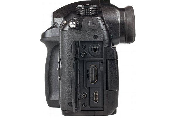 Bild Die auf Video spezialisierte Panasonic Lumix DC-GH5 besitzt eine große HDMI-A-Schnittstelle und beherrscht Clean HDMI. [Foto: MediaNord]