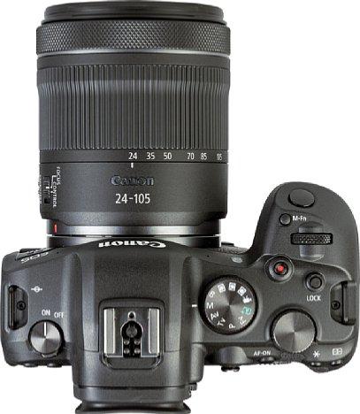 Bild Anstelle des Schulterdisplays, das noch bei der EOS R zum Einsatz kam, sitzt bei der Canon EOS R6 ein klassisches Programmwählrad. [Foto: MediaNord]