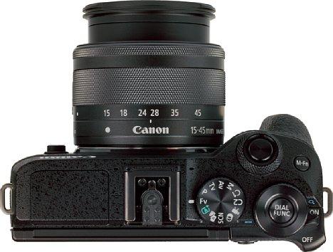 Bild Auf der Oberseite der Kamera ist kaum noch Platz für mehr Ausstattungs- beziehungsweise Funktionselemente. [Foto: MediaNord]