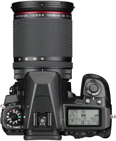 Bild Über das Info-Display auf der Oberseite der Pentax K-3 II hat man stets die wichtigsten Aufnahmeeinstellungen im Blick. [Foto: Pentax]