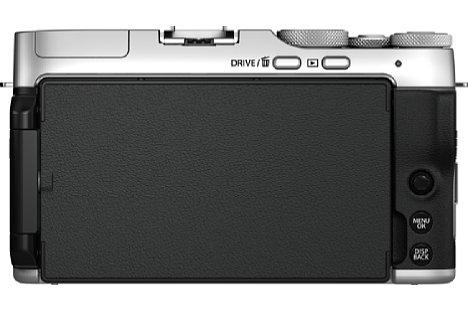 Bild Dank des dreh- und schwenk- Mechanismus' kann der Monitor rückwärtig angeklappt werden und ist damit beim Transport der Fujifilm X-A7 geschützt. [Foto: Fujifilm]