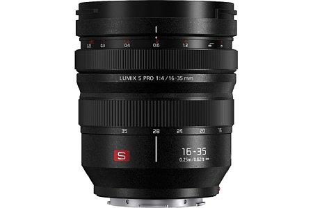 Bild Zwei Linearmotoren treiben den Autofokus des PanasonicLumix S Pro 16-35mm F4 an. Zieht man den Fokusring zurück, kann manuell fokussiert werden. [Foto: Panasonic]
