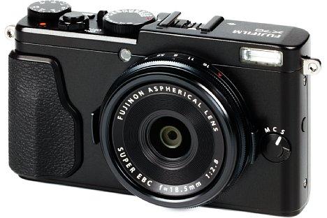 Bild In ihrem äußerst kompakten Gehäuse bietet die Fujifilm X70 einen großen APS-C-Sensor, der nur 16 Megapixel auflöst und damit eine gute Performance bei höheren ISO-Empfindlichkeiten verspricht. [Foto: MediaNord]