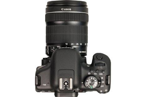 Bild Das Programmwählrad der Canon EOS 750D sitzt auf der rechten Schulter und kommt dank der festen Rastung ohne Arretierungsknopf aus. [Foto: MediaNord]