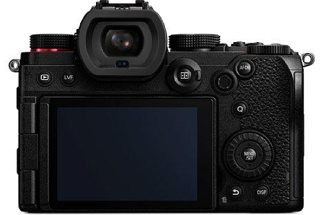 Bild Der OLED-Sucher bringt es bei der Panasonic Lumix DC-S5 auf eine Auflösung von 2,4 Millionen Bildpunkten und eine 0,74-fache Vergrößerung. [Foto: Panasonic]