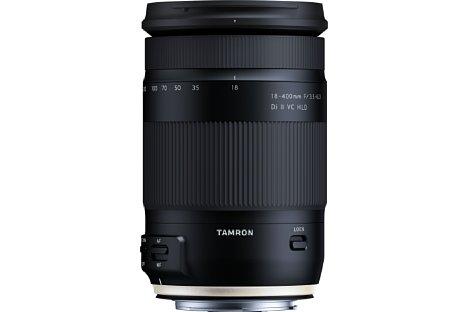 Bild Das Tamron18-400 mm F3.5-6.3 Di II VC HLD gibt es nur mit Canon- sowie Nikon-Bajonett. Dank des Spitzwasser- und Staubschutzes kann das Reisezoom auch unter widrigen Umweltbedingungen verwendet werden. [Foto: Tamron]