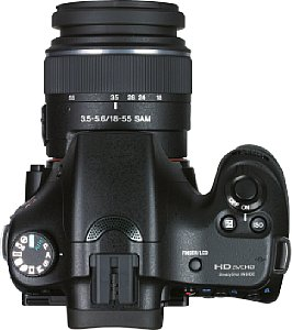Sony Alpha 65V mit DT 18-55 mm 3.5-5.6 SAM [Foto: MediaNord]