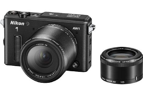 Bild Im Herbst 2013 kam die Nikon 1 AW1 auf den Markt, die erste Wechselobjektivkamera, mit der man ohne extra Schutzgehäuse tauchen gehen konnte. Zwei wasserdichte Objektive gab es dafür: das Zoom AW 11-27,5 mm und die Festbrennweite AW 10 mm. [Foto: Nikon]