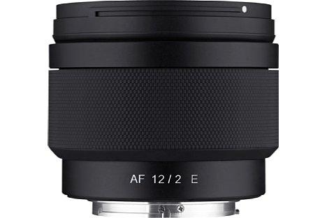 Bild Beim Samyang AF 12 mm F2,0 E handelt es sich um ein kompaktes APS-C-Objektiv, die kleinbildäquivalente Brennweite beträgt daher 18 Millimeter. [Foto: Samyang]