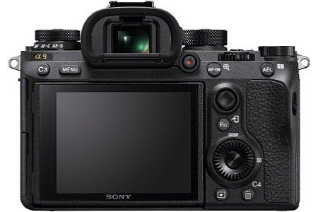 Bild Die Sony Alpha 9 verfügt wohl über einen klappbaren Touchscreen, als auch einen 3,7 Millionen Bildpunkte auflösenden elektronischen Sucher mit 0,78-facher Vergrößerung. [Foto: Sony]