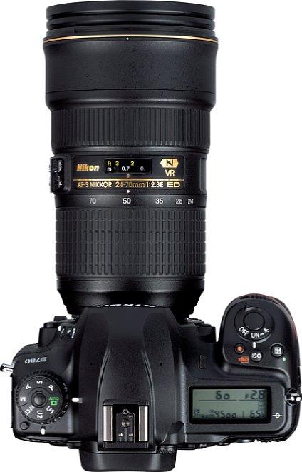 Bild Die Nikon D780 bietet ein beleuchtetes Info-Display auf der Oberseite, das über die wichtigsten Aufnahmeparameter informiert. [Foto: MediaNord]